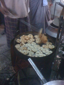 Jilebis (a fried sweet shaped like a pretzel) frying